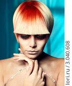 Купить «Протрет женщины с необычной стильной прической», фото № 3040608, снято 4 мая 2011 г. (c) Майер Георгий Владимирович / Фотобанк Лори