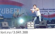 """Купить «Выступление группы """"Радиосны"""" на фестивале в Петрозаводске», видеоролик № 3041388, снято 2 октября 2011 г. (c) Павел С. / Фотобанк Лори"""