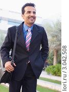 Купить «Улыбающийся бизнесмен идет на работу», фото № 3042508, снято 29 октября 2006 г. (c) Monkey Business Images / Фотобанк Лори