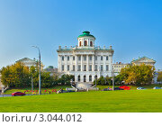Купить «Дома Пашкова осенью, Москва», фото № 3044012, снято 8 октября 2011 г. (c) Fro / Фотобанк Лори