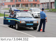 Купить «ДПС Украины. Несение службы на улицах города», фото № 3044332, снято 24 июля 2011 г. (c) Михаил Рыбачек / Фотобанк Лори