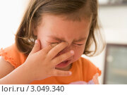 Купить «Маленькая девочка плачет, вытирает слезы рукой», фото № 3049340, снято 1 февраля 2006 г. (c) Monkey Business Images / Фотобанк Лори