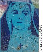 Граффити на бетонной стене с портретом молодой монахини (2010 год). Редакционное фото, фотограф Роман Чепиженко / Фотобанк Лори