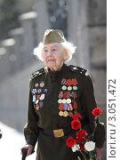 Купить «Москва, ветеран 9 мая на  Манежной площади», эксклюзивное фото № 3051472, снято 9 мая 2011 г. (c) Дмитрий Неумоин / Фотобанк Лори