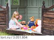 Купить «Девочка с ребенком на руках играет в чаепитие с игрушками», фото № 3051804, снято 1 апреля 2000 г. (c) Monkey Business Images / Фотобанк Лори