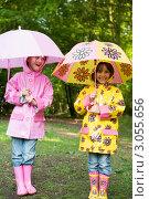 Купить «Радостные девочки гуляют под дождем с зонтиками», фото № 3055656, снято 7 июня 2006 г. (c) Monkey Business Images / Фотобанк Лори