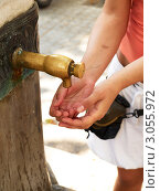 Женские руки. Стоковое фото, фотограф Сергей Высоцкий / Фотобанк Лори