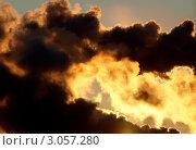 Купить «Небо, затянутое черным дымом», фото № 3057280, снято 2 июля 2020 г. (c) Алексей Кокоулин / Фотобанк Лори