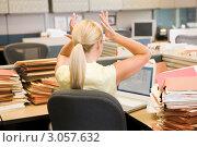 Купить «Блондинка в офисе за столом, заваленным бумагами, всплескивает руками», фото № 3057632, снято 7 октября 2007 г. (c) Monkey Business Images / Фотобанк Лори