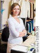 Купить «Женщина в отделе одежды», фото № 3059704, снято 14 мая 2000 г. (c) Monkey Business Images / Фотобанк Лори