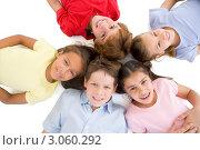 Купить «Улыбающиеся дети стоят кругом и смотрят вниз», фото № 3060292, снято 28 января 2006 г. (c) Monkey Business Images / Фотобанк Лори