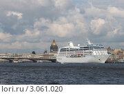 Корабль на причале в Санкт- Петербурге (2011 год). Редакционное фото, фотограф Владимир Соловьев / Фотобанк Лори