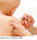 Купить «Врач делает прививку маленькому ребенку», фото № 3062140, снято 17 октября 2009 г. (c) Дмитрий Наумов / Фотобанк Лори