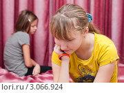 Купить «Конфликт между девочками подружками», эксклюзивное фото № 3066924, снято 2 декабря 2011 г. (c) Игорь Низов / Фотобанк Лори