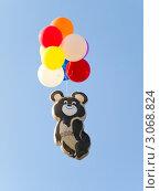 Купить «Олимпийский  мишка на воздушных шарах», фото № 3068824, снято 23 июля 2008 г. (c) Роман Шаповалов / Фотобанк Лори