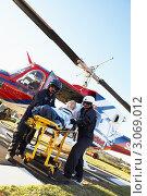 Купить «Медработники с пациентом около вертолета», фото № 3069012, снято 6 декабря 2005 г. (c) Monkey Business Images / Фотобанк Лори