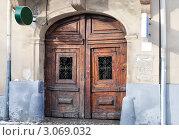 Старая дверь. Стоковое фото, фотограф Александр Фемяк / Фотобанк Лори