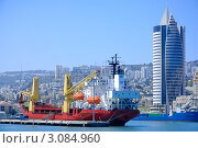 Купить «Грузовое судно в порту. Хайфа», фото № 3084960, снято 18 июля 2008 г. (c) Шутов Игорь / Фотобанк Лори