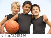 Купить «Портрет трех друзей  в баскетбольной форме с мячом», фото № 3085596, снято 18 августа 2009 г. (c) Monkey Business Images / Фотобанк Лори