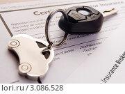 Купить «Ключи от автомобиля с брелком на документах», фото № 3086528, снято 12 марта 2008 г. (c) Monkey Business Images / Фотобанк Лори