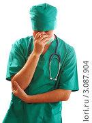 Уставший мужчина в халате хирурга со стетоскопом на белом фоне. Стоковое фото, фотограф Николай Охитин / Фотобанк Лори