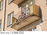 Купить «Велосипед на балконе», эксклюзивное фото № 3088552, снято 24 сентября 2010 г. (c) Алёшина Оксана / Фотобанк Лори