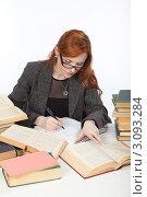 Купить «Девушка работает с книгами», фото № 3093284, снято 17 декабря 2011 г. (c) Михаил Иванов / Фотобанк Лори