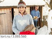 Купить «Пара носит дрова из сарая зимой, девушка на переднем плане, мужчина на заднем», фото № 3093560, снято 4 июня 2000 г. (c) Monkey Business Images / Фотобанк Лори