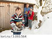 Купить «Отец с двумя сыновьями таскают дрова из сарая», фото № 3093564, снято 4 июня 2000 г. (c) Monkey Business Images / Фотобанк Лори