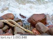 Морские камни и канат. Стоковое фото, фотограф Михаил Треусов / Фотобанк Лори