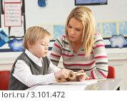 Купить «Учительница и маленький мальчик вместе на уроке в классе», фото № 3101472, снято 6 февраля 2010 г. (c) Monkey Business Images / Фотобанк Лори