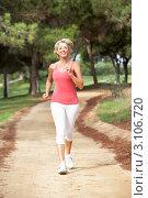 Купить «Активная женщина в возрасте совершает пробежку по парку», фото № 3106720, снято 31 августа 2010 г. (c) Monkey Business Images / Фотобанк Лори