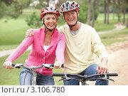 Купить «Улыбающаяся пожилая пара на велосипедах в парке», фото № 3106780, снято 31 августа 2010 г. (c) Monkey Business Images / Фотобанк Лори
