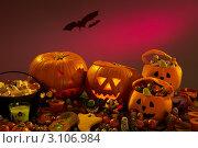 Купить «Украшения для хеллоуина, резные тыквы», фото № 3106984, снято 17 декабря 2010 г. (c) Monkey Business Images / Фотобанк Лори