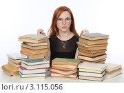 Купить «Девушка готовится к экзамену», фото № 3115056, снято 17 декабря 2011 г. (c) Михаил Иванов / Фотобанк Лори