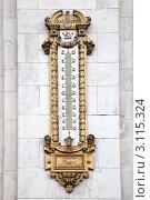 Купить «Термометр, изготовленный к восьмисотлетию города Москвы», фото № 3115324, снято 4 января 2012 г. (c) Parmenov Pavel / Фотобанк Лори