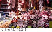 Купить «Мясные и колбасные изделия на витрине на рынке», фото № 3116248, снято 22 ноября 2011 г. (c) Яков Филимонов / Фотобанк Лори