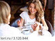 Купить «Свидание в кофейне», фото № 3120844, снято 23 июля 2018 г. (c) Sergey Nivens / Фотобанк Лори