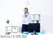 Купить «Молодая женщина-начальник в кабинете с мегафоном в руках», фото № 3125352, снято 6 декабря 2019 г. (c) Sergey Nivens / Фотобанк Лори