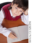 Мальчик решает задачку по физике. Трудная формула, фото № 3128016, снято 13 октября 2010 г. (c) Коваль Василий / Фотобанк Лори