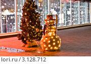 Купить «Новогодние украшения на улице, Москва, Новый Арбат, январь 2012», фото № 3128712, снято 5 января 2012 г. (c) ИВА Афонская / Фотобанк Лори