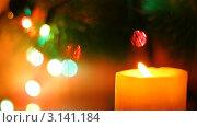 Купить «Свеча на фоне новогодней елки», видеоролик № 3141184, снято 8 января 2012 г. (c) Александр Коваленко / Фотобанк Лори