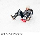 Купить «Девочка едет   по снежной горке на ледянке», эксклюзивное фото № 3146916, снято 10 января 2012 г. (c) Игорь Низов / Фотобанк Лори