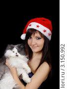 Купить «Красивая девушка  шапке Санта Клауса с персидским котом на руках», фото № 3150992, снято 6 января 2012 г. (c) ElenArt / Фотобанк Лори