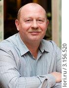 Портрет весёлого мужчины средних лет, эксклюзивное фото № 3156520, снято 1 января 2012 г. (c) Игорь Низов / Фотобанк Лори
