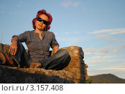 Женщина сидит на башне Канли-Кула. Город Гецег-Нови (2011 год). Стоковое фото, фотограф Шейнина Ольга / Фотобанк Лори