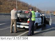 Купить «Проверка багажника», эксклюзивное фото № 3157504, снято 14 октября 2011 г. (c) Free Wind / Фотобанк Лори