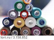 Купить «Фон из катушек швейных ниток», фото № 3158852, снято 21 ноября 2010 г. (c) Самарина Оксана / Фотобанк Лори