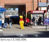 Купить «Винни-пух на улице города Истры», фото № 3160996, снято 9 октября 2010 г. (c) Глазков Владимир / Фотобанк Лори
