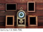 Купить «Старые фоторамки и античные часы», фото № 3168796, снято 13 июля 2010 г. (c) vlntn / Фотобанк Лори